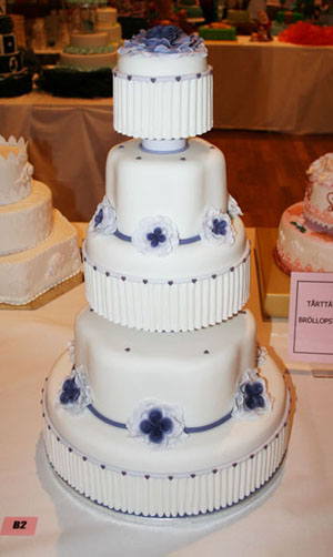 Wedding cake white & purple