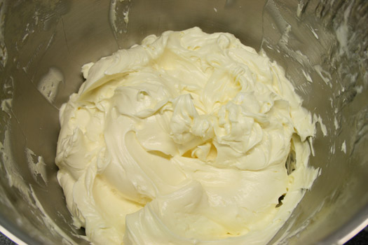 Italian meringue buttercream 4