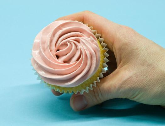Piping swirls on cupcakes 2