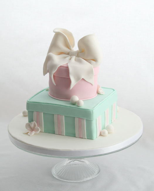 Cake Gift Box Fondant : Gift Box Cake   CakeJournal.com