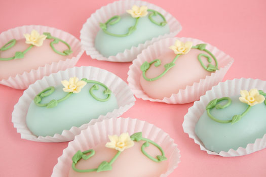 Easter Egg Mini Cakes Cakejournal Com