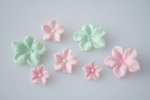 Cake Decorating Sugar Flowers How To Make : How to make a gum paste flowers   CakeJournal.com