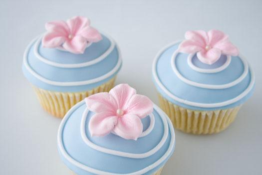 How to make a gum paste flowers • CakeJournal.com