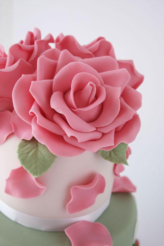 Gum paste rose tutorial on YouTube   CakeJournal.com