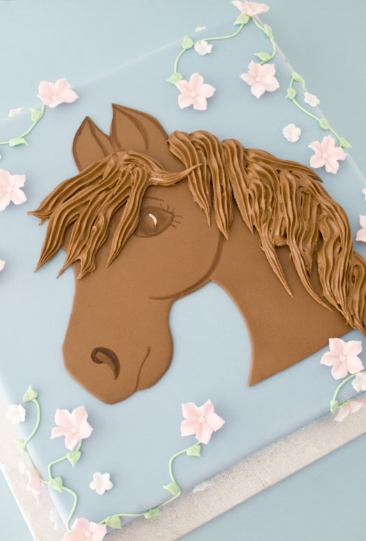 Cake with horse motif in rolled fondant