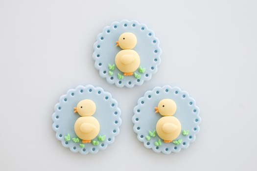 Fondant cupcake topper with Easter motif   CakeJournal.com