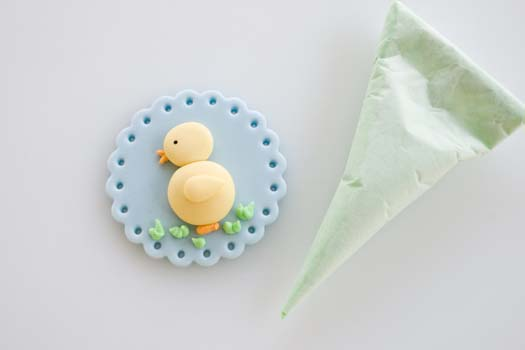 Fondant cupcake topper with easter motif 9