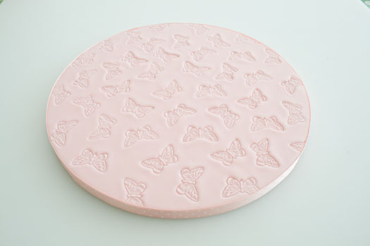 How to cover a cake board with rolled fondant ...
