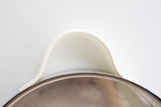 Gum paste handle for purse cake