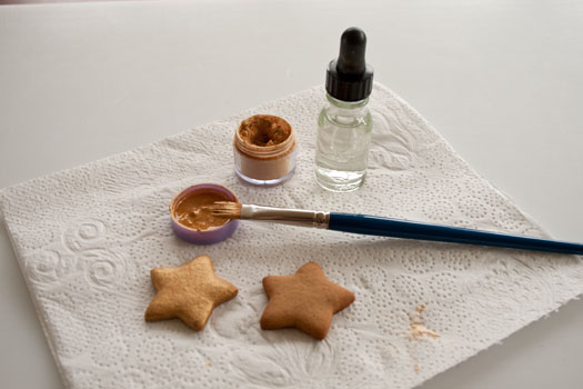 Painting star cookies