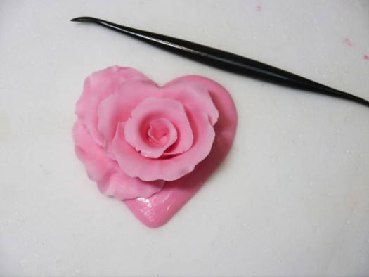 Ruffled rose heart step 10
