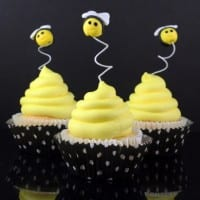 Beehive Cupcakes with Fondant Bee