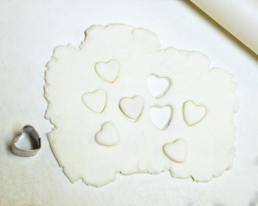 How to Make Fondant Bee Cupcake Toppers 10