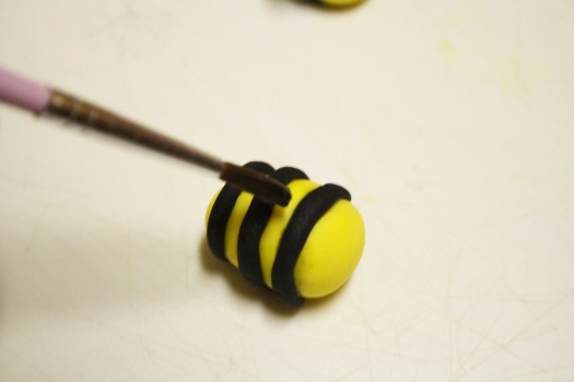 How to Make Fondant Bee Cupcake Toppers 11