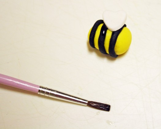 How to Make Fondant Bee Cupcake Toppers 12