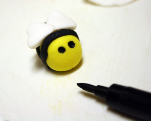How to Make Fondant Bee Cupcake Toppers 13