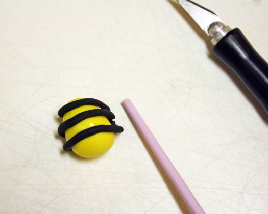 How to Make Fondant Bee Cupcake Toppers 8