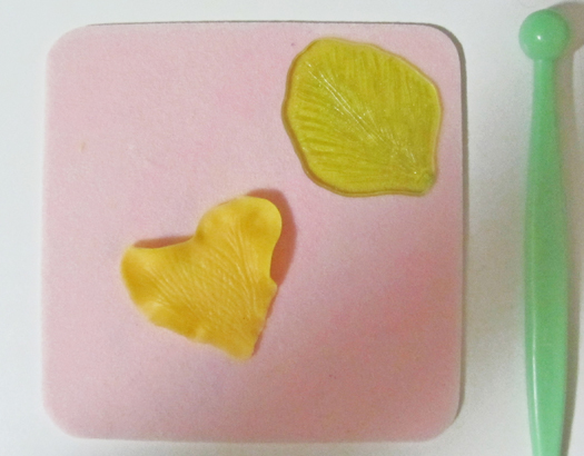 how to make a gumpaste pansy 5