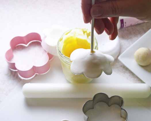 How to Make Spring Flowers Cake Pops 15