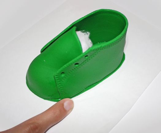 how to make fondant baby shoes 9