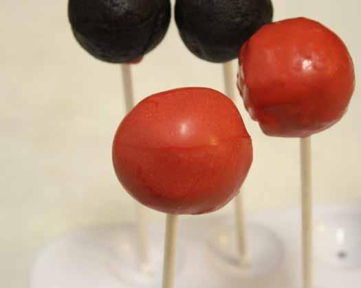 How to Make Ladybug Cake Pops 07