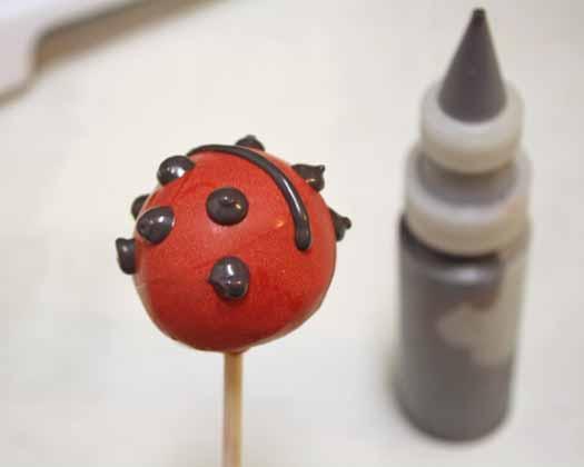 How to Make Ladybug Cake Pops 09