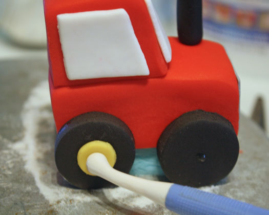 How to Make a Tractor Cake Topper 18