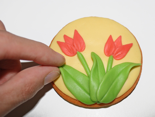 how to make tulip cookies or cupcake toppers 17