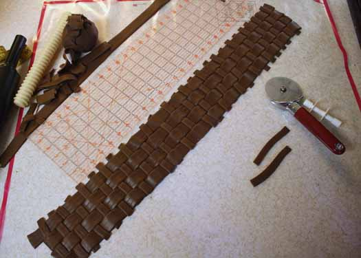 How to Make Fondant Basketweave 17