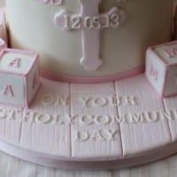 Cake with fondant effect base