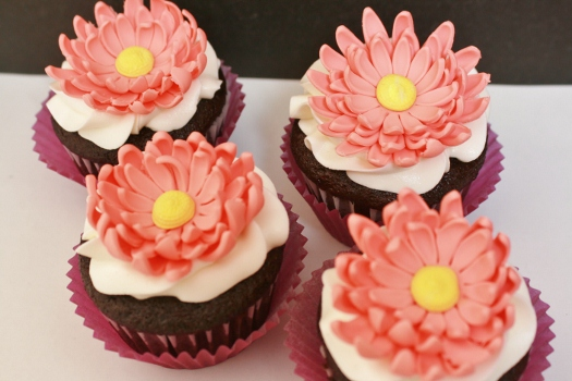 wedding cake flowers gumpaste tutorials how to make a gumpaste gerbera cakejournal 22676