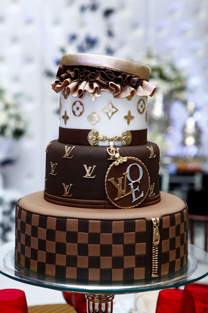 #FondantFriday – Louis Vuitton Cake