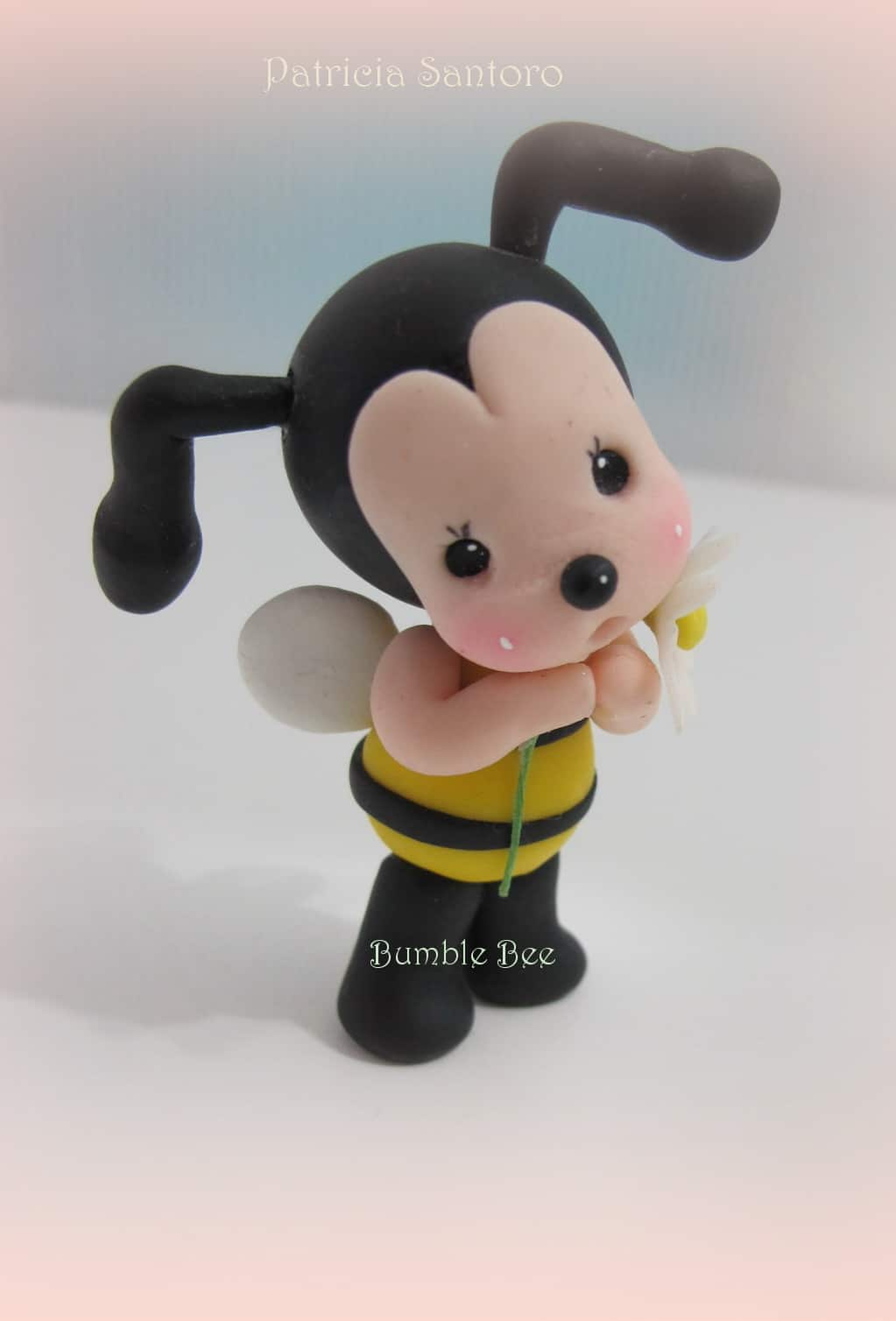How to make a gum paste bumble bee cake topper
