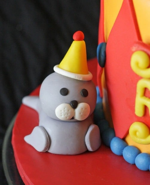 How to make a fondant seal cake topper