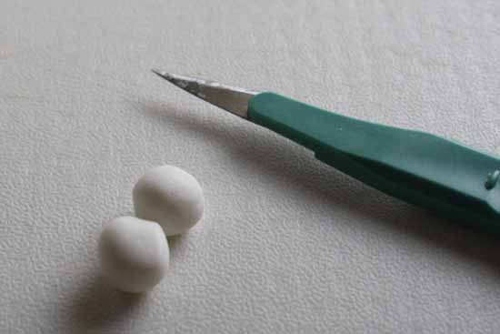 How to Make a Fondant Seal 09
