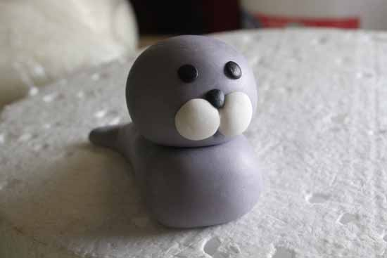 How to Make a Fondant Seal 12