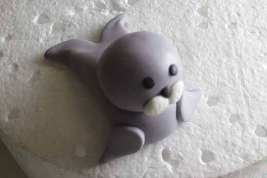 How to Make a Fondant Seal 19 blurry