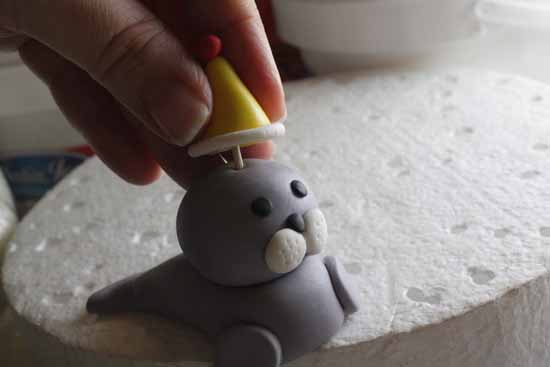 How to Make a Fondant Seal 27
