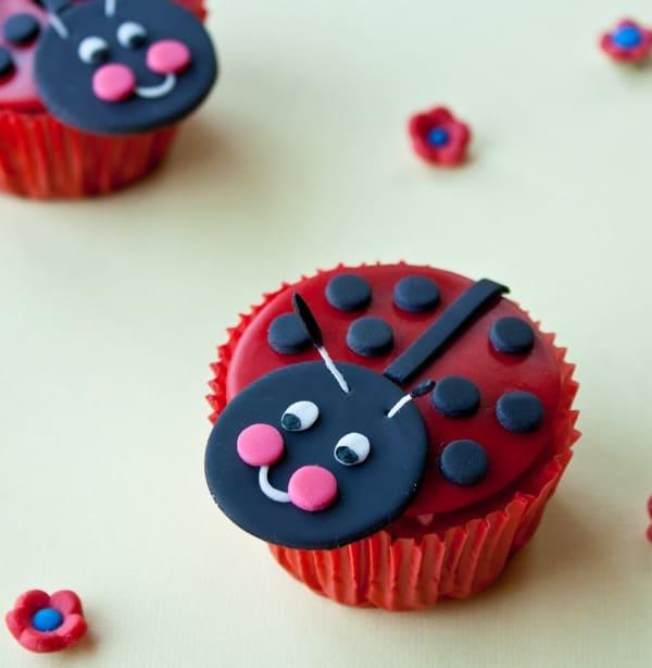 fondant ladybug cupcakes