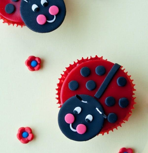 How To Make A Fondant Ladybug Cake Topper