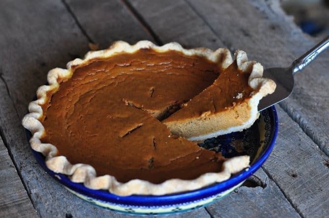 serving-pumpkin-pie