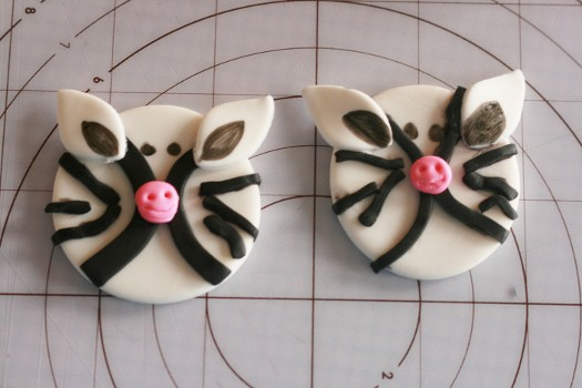 How to make zebra cupcake toppers