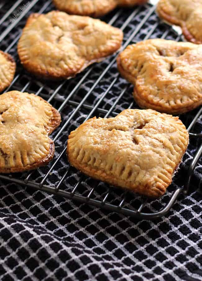 Apple-Cinnamon-Hand-Pies2-_-The-Blonde-Buckeye