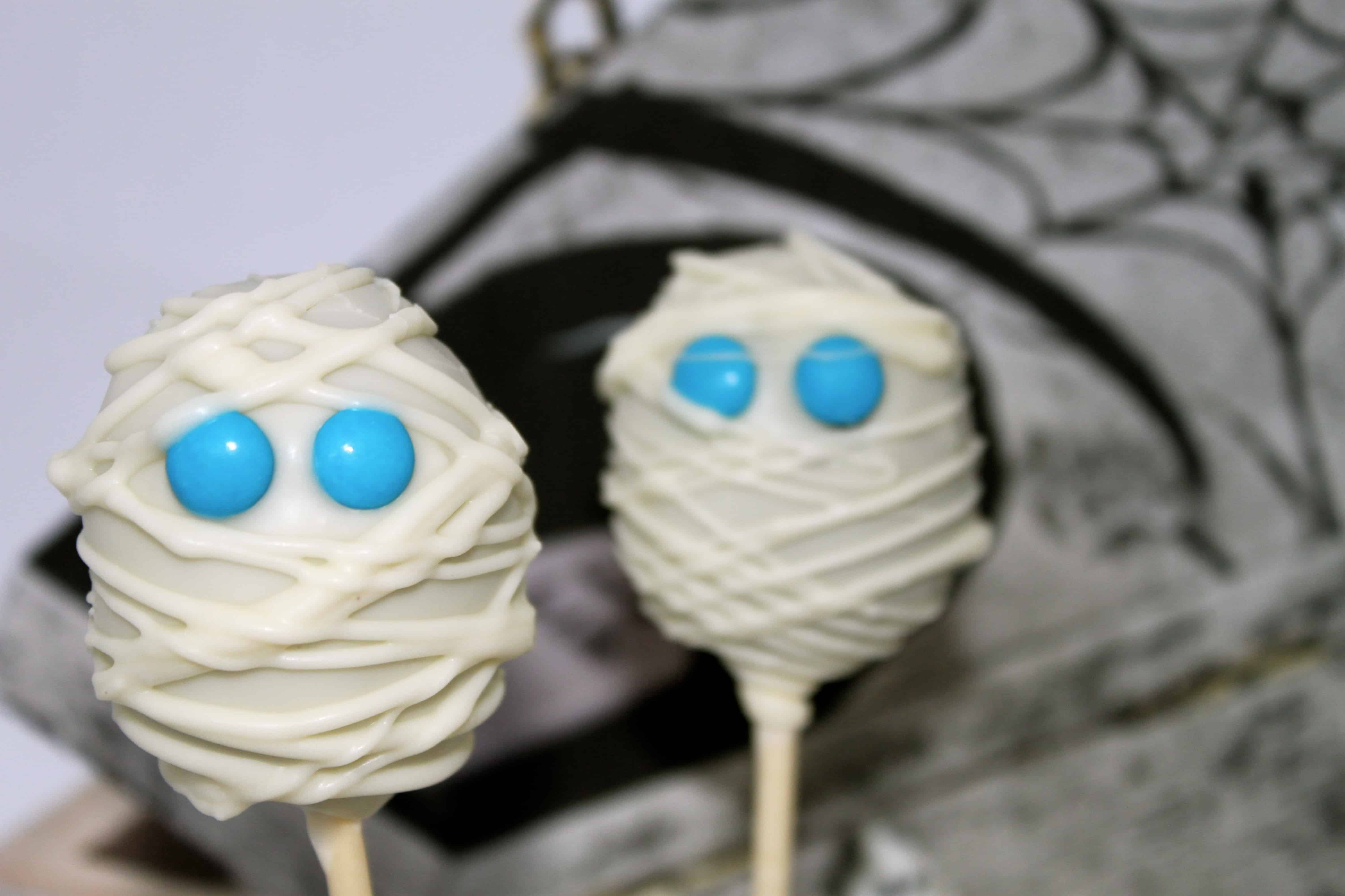 How To Make Spooky Halloween Mummy Cake Pops Cakejournal Com