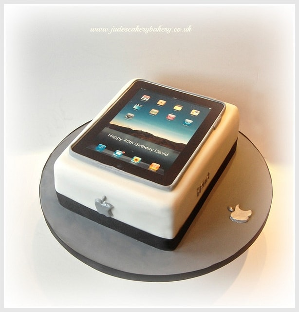 #FondantFriday – iPad Birthday Cake