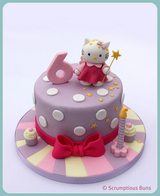 #FondantFriday – Hello Kitty Birthday Cake