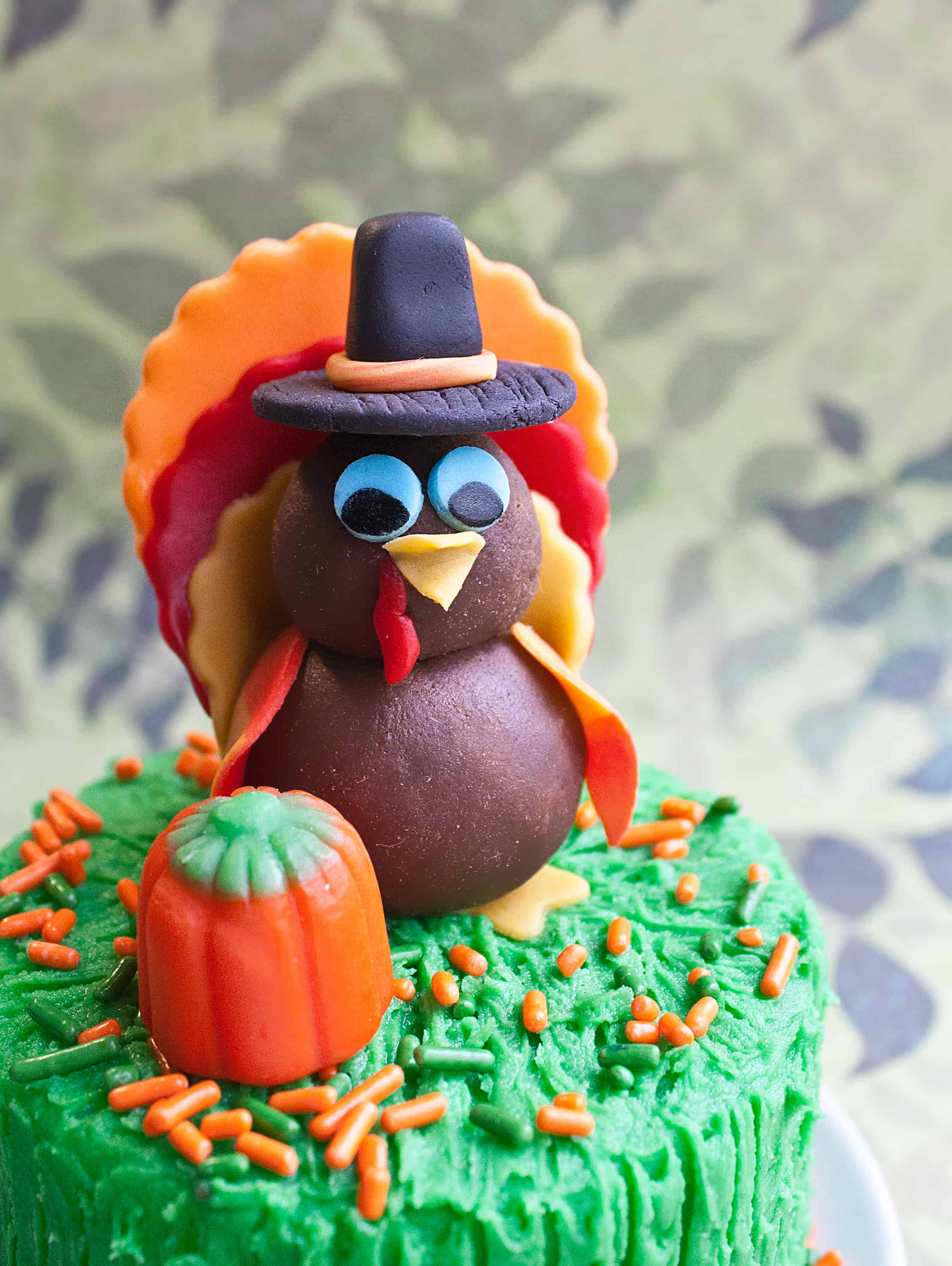 Video: How to make a turkey cake topper