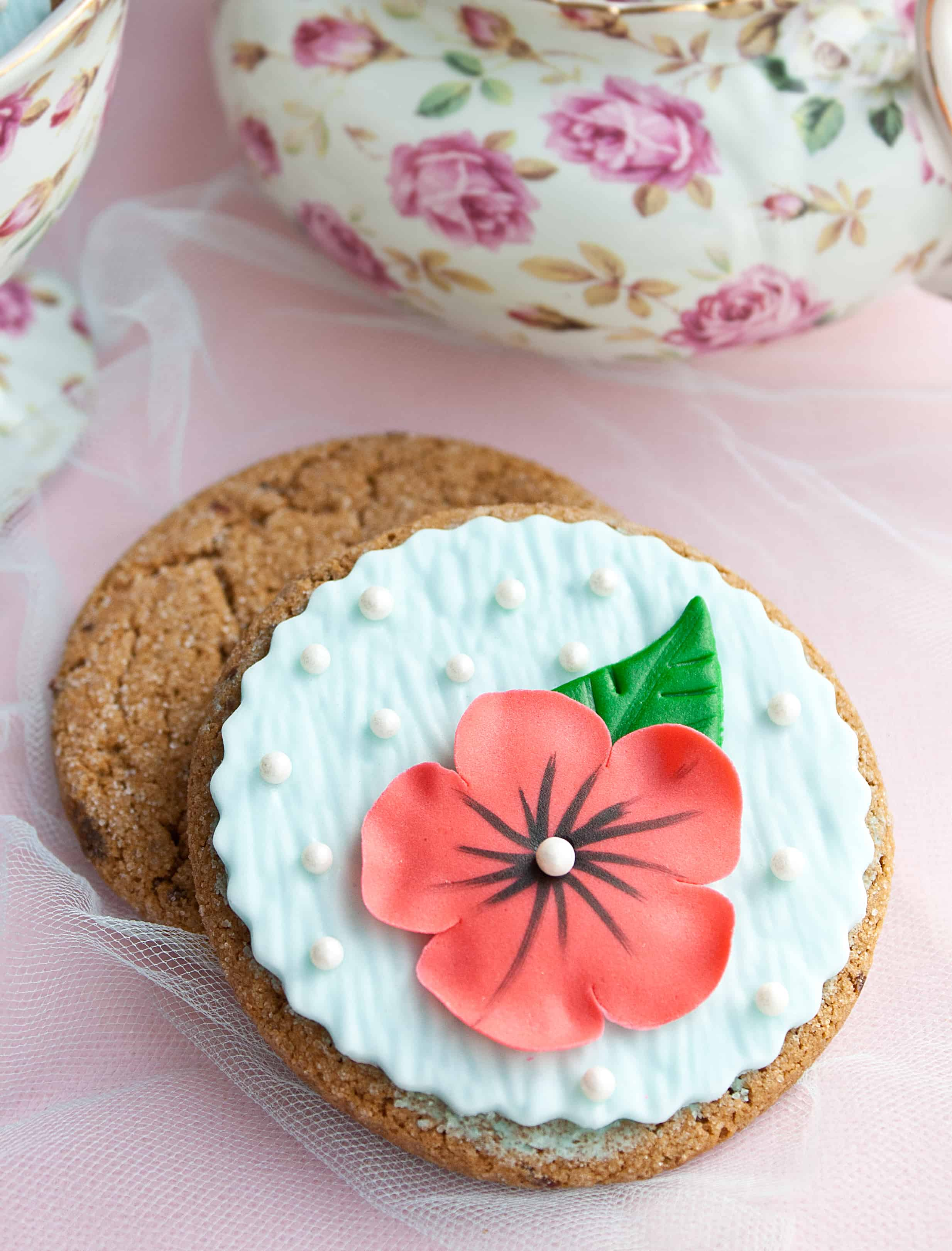 elegant flower cookie
