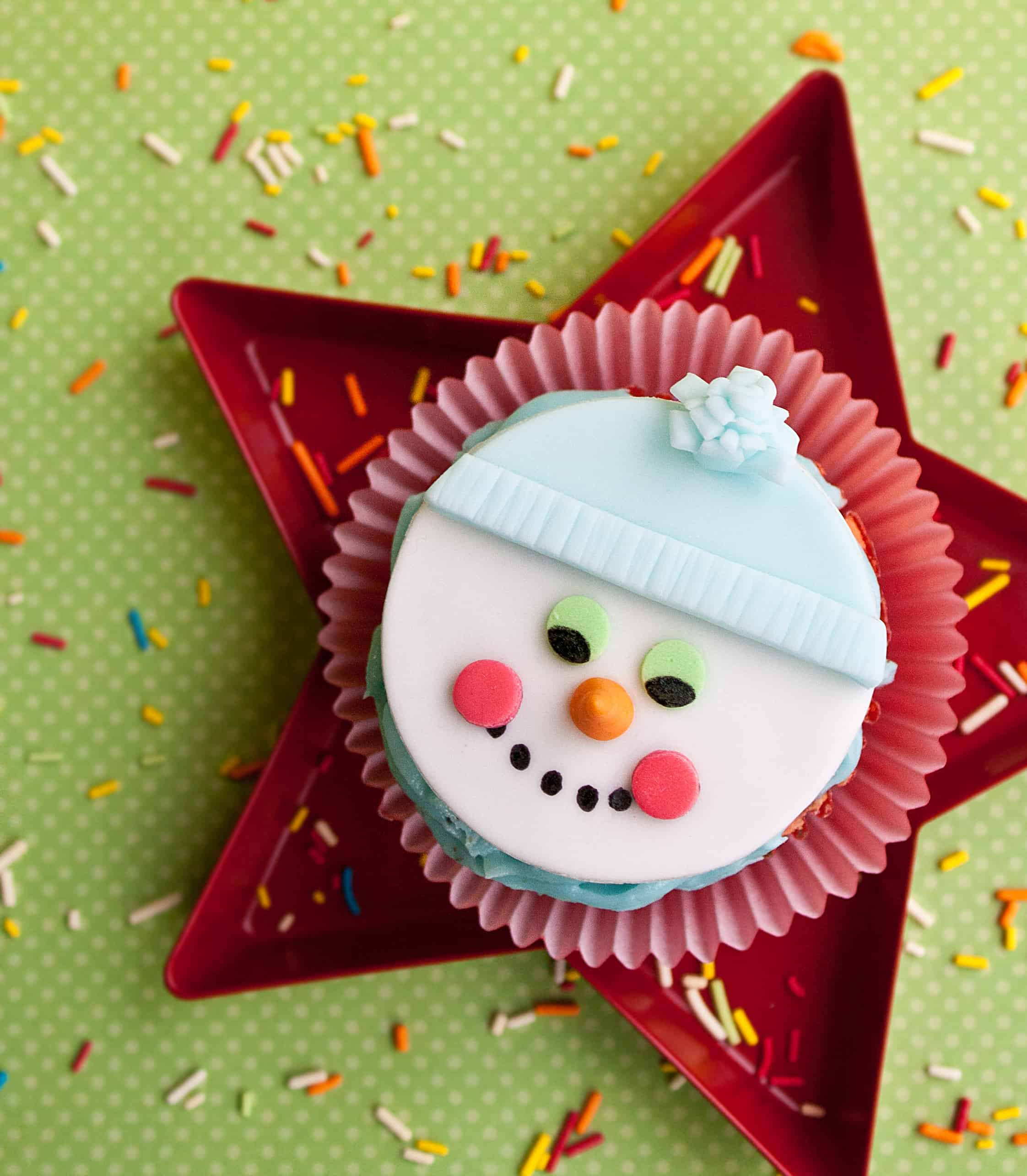 Video: How to make snowman cupcake toppers