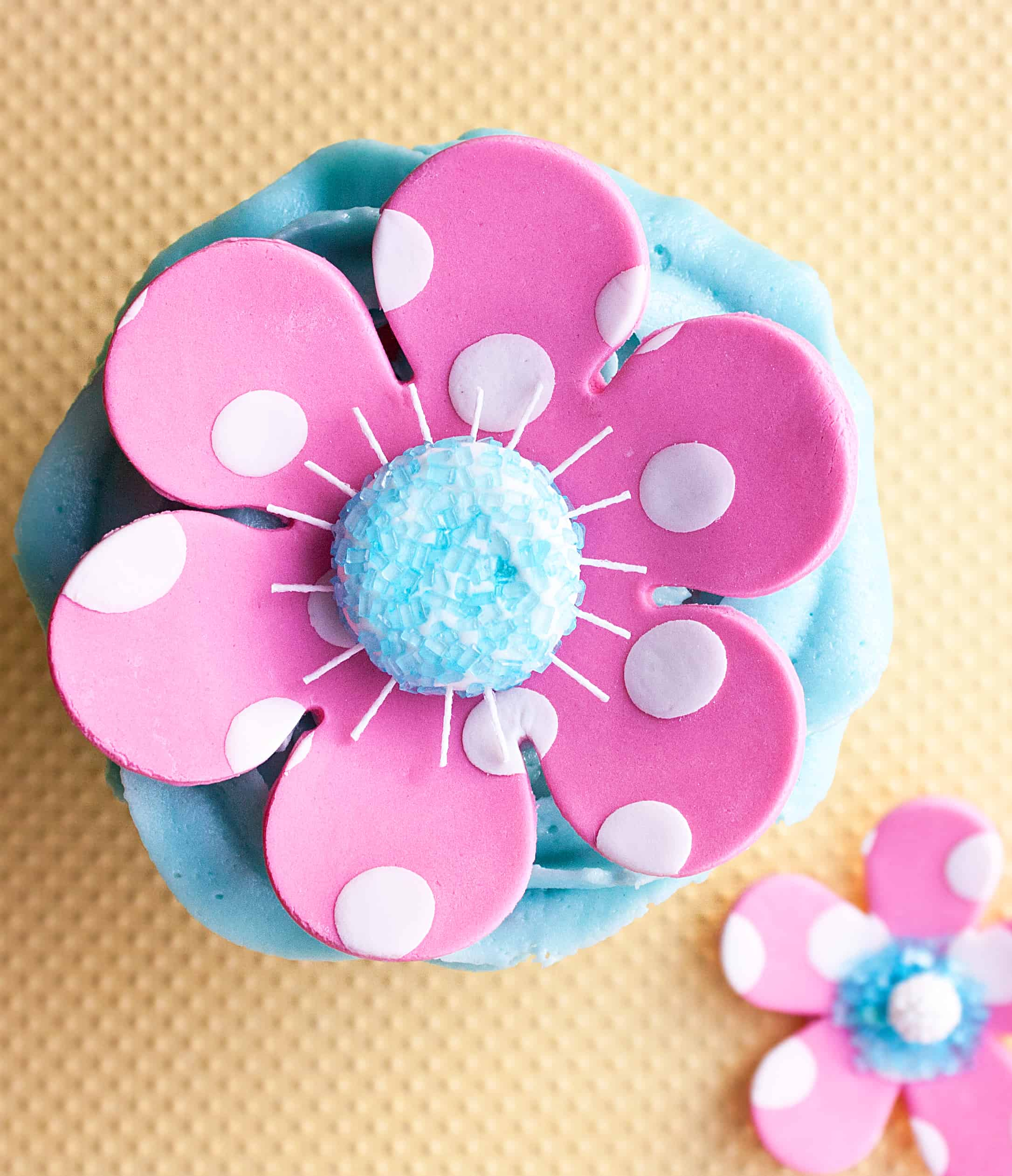 How to make a polka dot flower cake topper